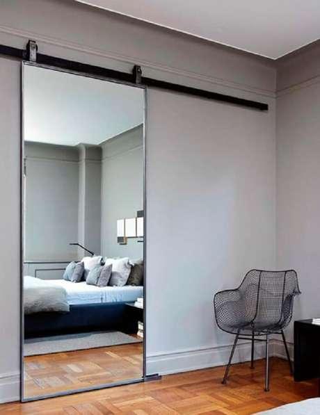 31. Até a porta pode ganhar um espelho para quarto.