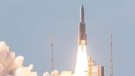 Um elevador espacial poderia dispensar o uso massivo de foguetes