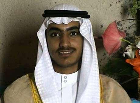 Em foto de arquivo divulgada pela CIA, Hamza bin Laden aparece adulto em seu casamento