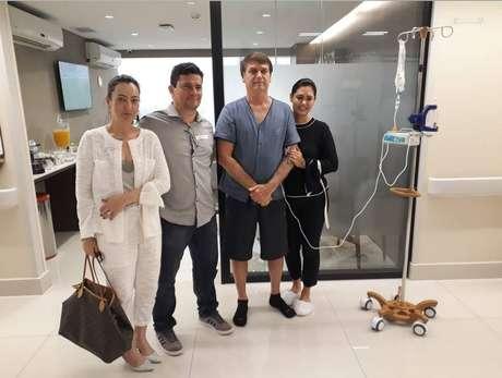 O ministro da Justiça Sérgio Moro visita o presidente Jair Bolsonaro no Hospital Vila Nova Star neste domingo, 14: 'o homem é forte'