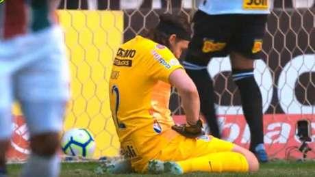 Cássio lamenta falha em chute de Paulo Henrique Ganso (Imagem: Reprodução/Globo)