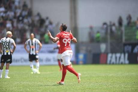 Camisa 99 deixou a sua marca duas vezes (Foto: Ricardo Duarte/SCI)