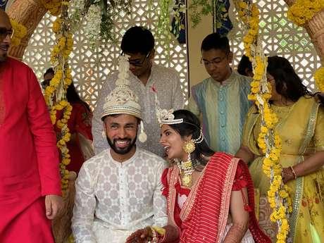 Acima, foto de casamento na Índia; matrimônios arranjados são parte do cotidiano do país e visto como eficazes