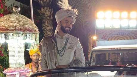 Karan em seu casamento; antes de encontrar sua noiva ideal, ele teve 22 encontros com outras pretendentes