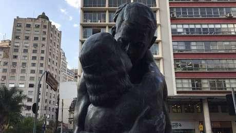 A estátua O Beijo Eterno foi inspirada em um poema de Olavo Bilac