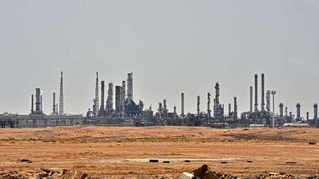 Arábia Saudita corre para restabelecer produção de petróleo após os ataques