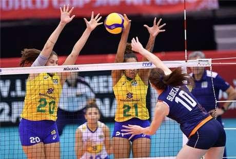Seleção brasileira feminina de vôlei perde para a Holanda na Copa do Mundo