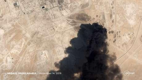 Imagem de satélite mostra fumaça após ataque a instalação da Aramco em Abqaiq, na Arábia Saudita 14/09/2019 Planet Labs Inc/Divulgação via REUTERS