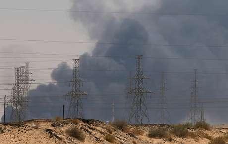 Fumaça após ataque a instalação da Aramco em Abqaiq, Arábia Saudita  14/09/2019 REUTERS/Stringer