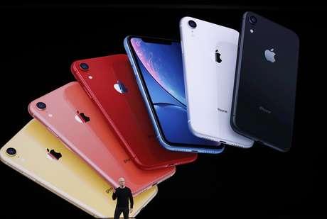 CEO da Apple, Tim Cook, apresenta o novo iPhone 11 em um evento da Apple em Cupertino, Califórnia (EUA)  10/09/2019 REUTERS/Stephen Lam