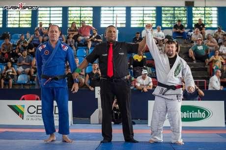 Diogo Lavinge derrotou Luciano Andrade em uma superluta do Brasileiro Master da CBJJD (Foto: Flash Sport)