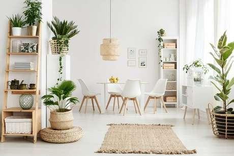 13. decoração clean para sala de jantar com elementos naturais – Foto: Habitissimo
