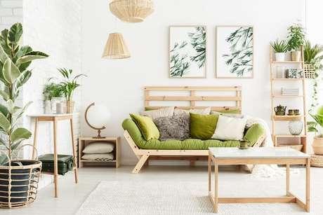 6. Decoração para sala rústica com vasos de plantas – Foto: Habitissimo