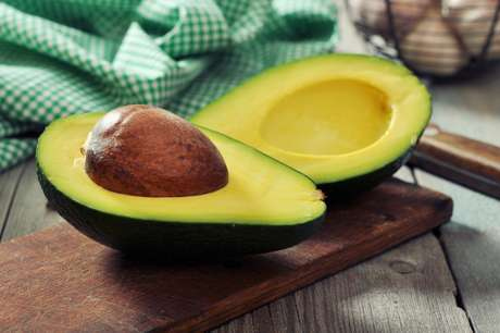 Abacate está entre os 10 alimentos que têm pouco carboidrato, mas não parecem