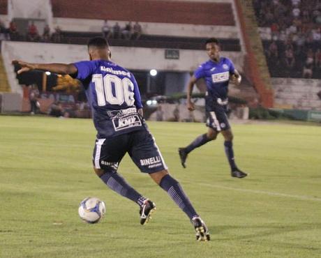 Para Milton Mendes, técnico do São Bento, jogo contra o Vitória é uma das finais da equipe para sair da lanterna (Foto: Divulgação)
