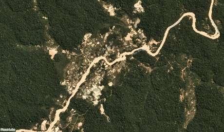 Áreas desmatadas por garimpeiros nas margens do rio Marupá, em Jacareanga (PA)
