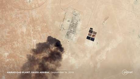 Imagem de satélite mostra um aparente ataque de drone a instalação de petróleo da Aramco em Harad.  Planet Labs Inc/via REUTERS 14/09/2019