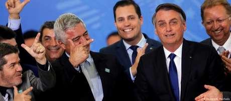 Bolsonaro em maio, durante assinatura de decreto sobre armas que provocou questionamentos e resistência do Congresso