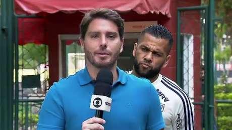 Daniel Alves tentou se desculpar pela crítica à imprensa (Foto: Reprodução)