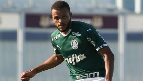 Zagueiro Hiago prevê um clássico aberto na tarde desta quarta-feira (Fabio Menotti/Agência Palmeiras/Divulgação)