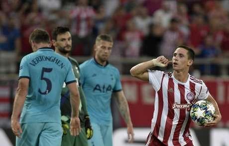 Podence marcou e iniciou a reação do Olympiacos (Foto: AFP)