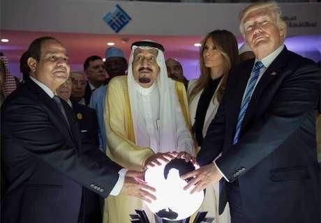 Donald Trump durante visita à Arábia Saudita em 2017