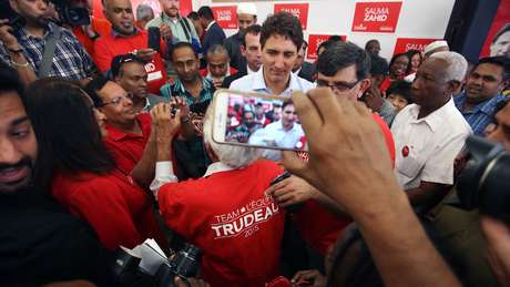 Apesar de ter assumido o poder com uma onda de apoio, Trudeau vem perdendo popularidade ano após ano
