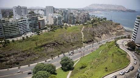 Barranco tem localização privilegiada, diante do Pacífico