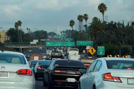Tráfego de veícunos numa rodovia em Los Angeles, Califórnia. 19/9/2019.    REUTERS/Mike Blake