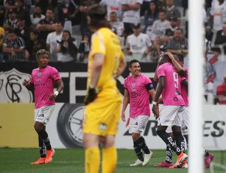 Corinthians perde para o Del Valle em casa.