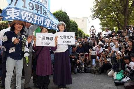 Ativistas protestam em Tóquio contra absolvição de ex-dirigentes de Fukushima