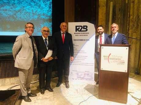 Embaixador Antonio Bernardini (centro) participou de evento no Rio