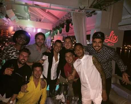 Neymar e amigos nas férias, junto com o ator Caio Castro (Foto: Reprodução)