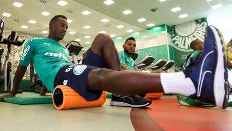 Angulo durante durante treino do Palmeiras, na Academia de Futebol (Foto:Reprodução)