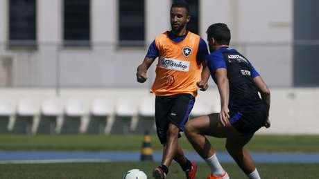 Jogador de 20 anos já treinou algumas vezes com os profissionais (Foto Vítor Silva/Botafogo)