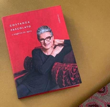 """O livro de memórias afetivas, fatos profissionais e dicas de estilo: """"Ostentar é sinônimo de mesquinhez"""""""