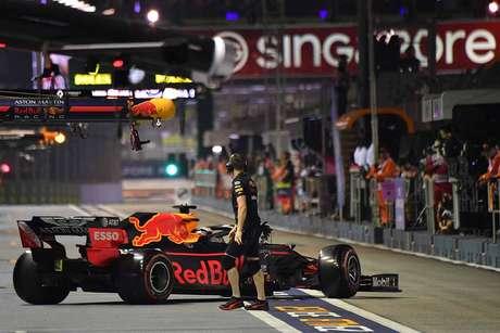 """Albon espera corrida """"difícil"""" em Singapura após grande diferença para Verstappen"""