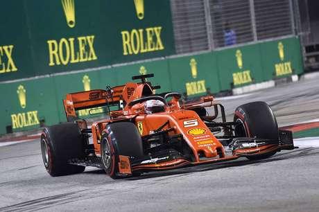 """Vettel: """"Ferrari pode melhorar, mas a Mercedes está muito rápida"""""""
