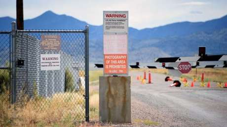 Entrada da Área 51, onde é prometida uma chegada massiva de pessoas