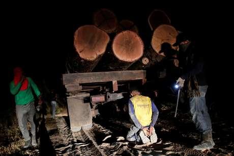 """""""Guardiões da floresta"""" detém madeireiro ilegal na Terra Indígena Araribóia, no Maranhão 17/09/2019 REUTERS/Ueslei Marcelino"""