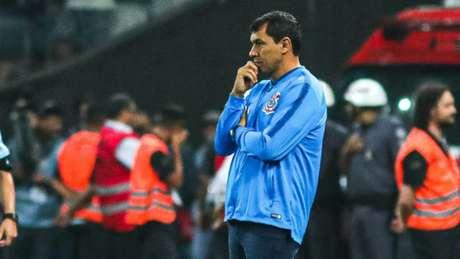 Carille durante derrota do Corinthians por 2 a 0 diante do Independiente del Valle (Foto:Marcello Fim/O Fotográfico)