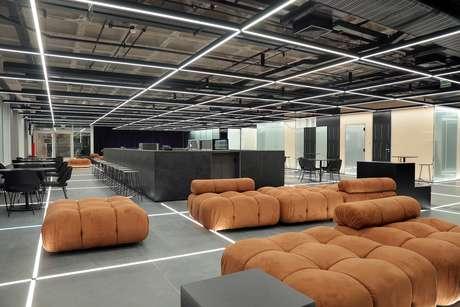 Foyer do Teatro Vivo: espaço é moderno e foi pensado para acolher, confortavelmente, pessoas com mobilidade reduzida.