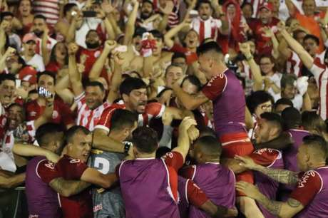 Náutico venceu o Paysandu nos pênaltis e garantiu a vaga na Série B (Foto: Divulgação/Náutico)