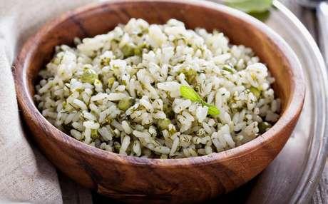 Deixe seu arroz ainda mais gostoso: reaproveite talos de couve na receita