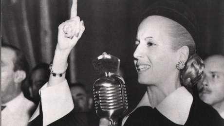 Evita em 1952; há quem diga que ela foi de esquerda e seu marido, de direita