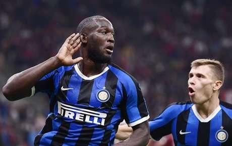 Lukaku fechou o placar na vitória da Inter no clássico (Foto: Marco Bertorello / AFP)