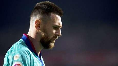 Messi pouco fez na derrota do Barcelona para o Granada (Foto: JORGE GUERRERO / AFP)