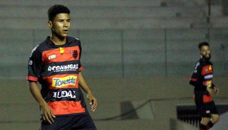Kauã é o jogador mais jovem a estrear pelo Campeonato Brasileiro (Foto: Reprodução/Oeste)