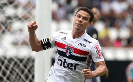 Hernanes marcou o primeiro do São Paulo contra o Botafogo (Foto: Rubens Chiri/SPFC)