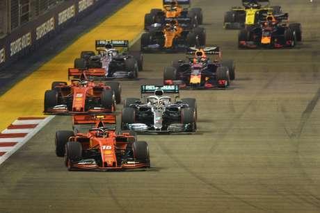 Após vitória de Vettel, ritmo da Ferrari em Singapura preocupa a Mercedes